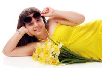 https://cf.ltkcdn.net/teens/images/slide/91727-850x564-yellowsummerdress.jpg