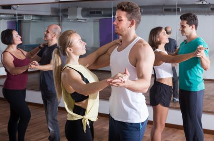 couple in dance lessons