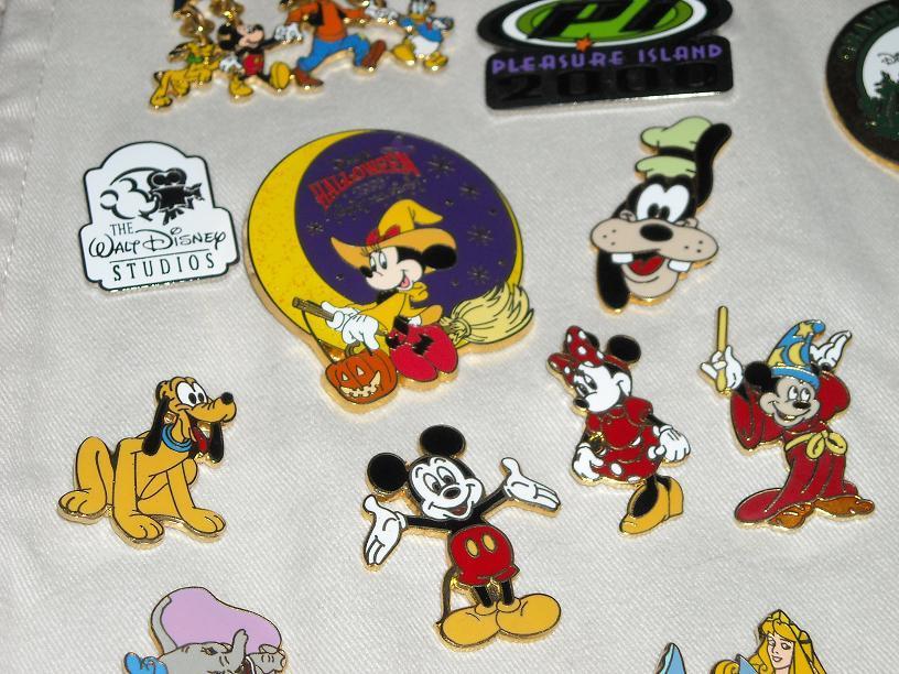 https://cf.ltkcdn.net/themeparks/images/slide/123009-816x612-Disney_Pins_022.jpg