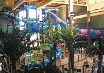 https://cf.ltkcdn.net/themeparks/images/slide/122729-564x400-indoorslide2.jpg