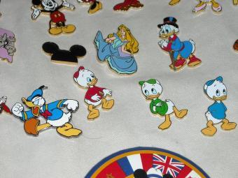 https://cf.ltkcdn.net/themeparks/images/slide/123008-816x612-Disney_Pins_023.jpg