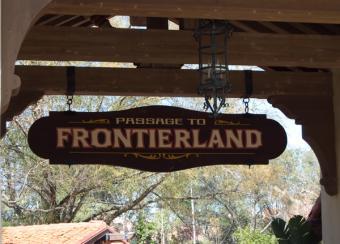 https://cf.ltkcdn.net/themeparks/images/slide/125592-600x431-frontierland.jpg