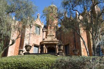 https://cf.ltkcdn.net/themeparks/images/slide/125595-600x399-haunted_mansion.jpg