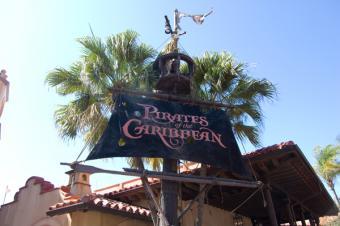 https://cf.ltkcdn.net/themeparks/images/slide/125596-600x399-pirates_of_caribbean.jpg