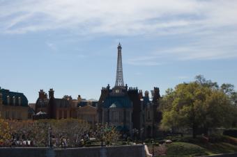 https://cf.ltkcdn.net/themeparks/images/slide/125604-600x399-epcot_world_france.jpg