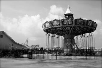 https://cf.ltkcdn.net/themeparks/images/slide/143001-849x565r1-vintage-swings.jpg