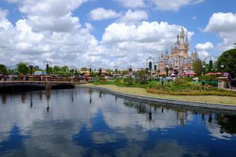 Long shot of Shanghai Disney Castle