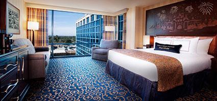 © Disney - Disneyland Hotel Standard King Guest Room