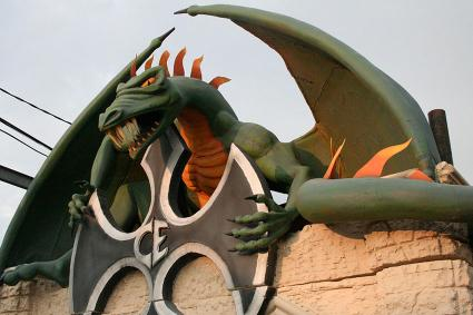 Cutting Edge haunted house dragon decoration