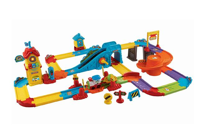 https://cf.ltkcdn.net/toys/images/slide/175859-650x450-Vtech-Smart-Wheels-Train-Station-new.jpg