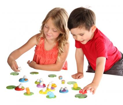 Kids playing Froggy Boogie game