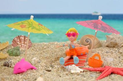 Polly Pocket in beach scene