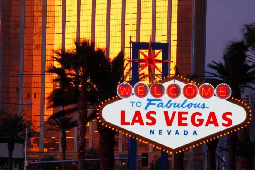 https://cf.ltkcdn.net/travel/images/slide/123472-849x565-Night_Vegas_Sign.jpg