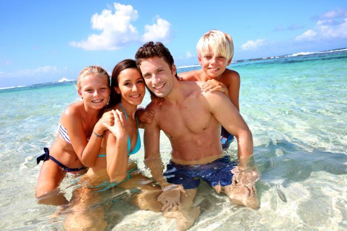 https://cf.ltkcdn.net/travel/images/slide/169746-700x466-family-beach.jpg