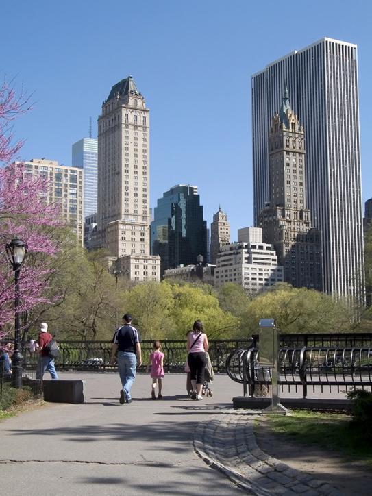https://cf.ltkcdn.net/travel/images/slide/169785-543x724-Family-walking-in-Central-Park-TS-sm.jpg