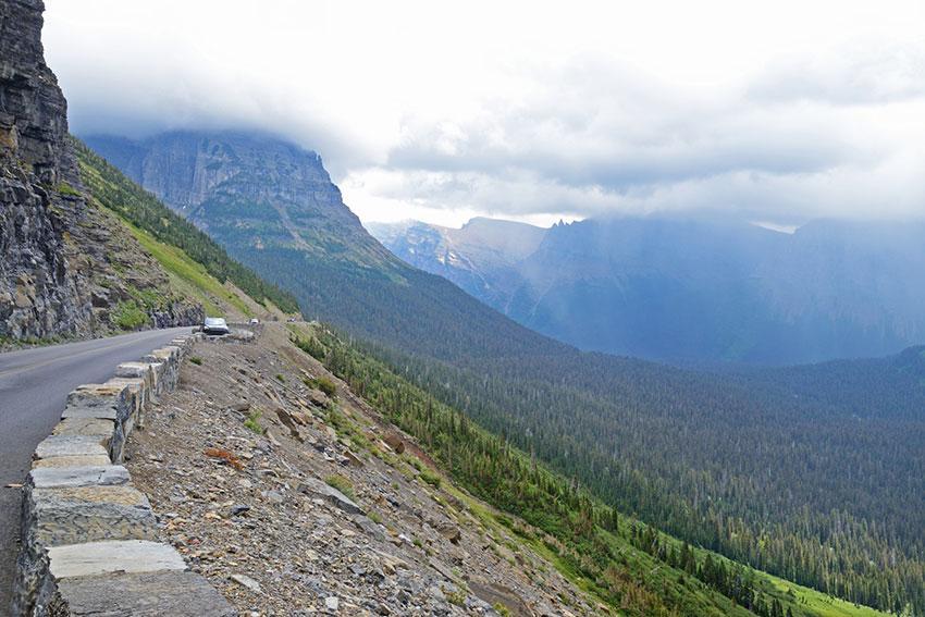 https://cf.ltkcdn.net/travel/images/slide/196910-850x567-going-to-the-sun-road-in-glacier-national-park.jpg