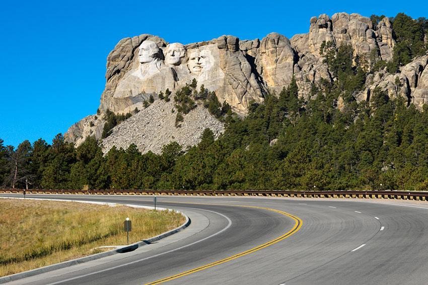 https://cf.ltkcdn.net/travel/images/slide/197971-850x566-Front-view-of-Mount-Rushmore-National-Memorial.jpg