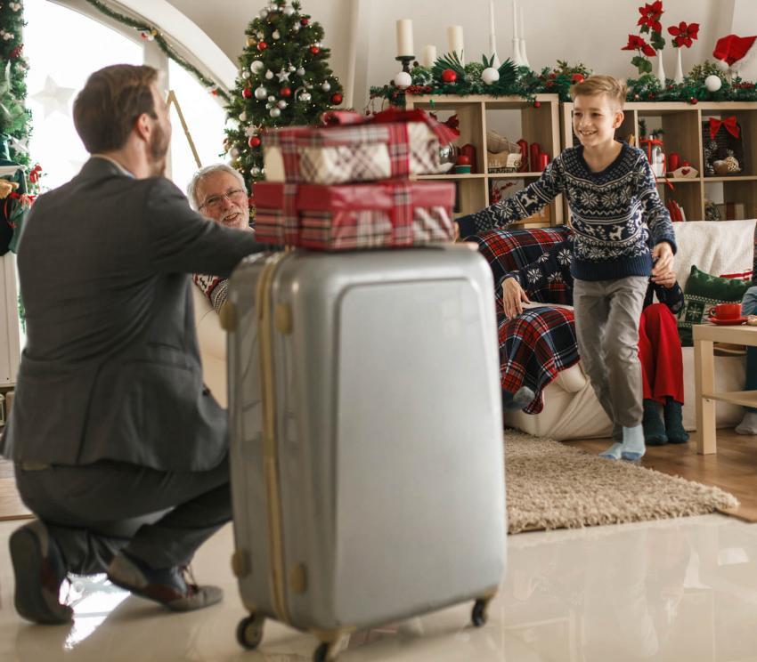 https://cf.ltkcdn.net/travel/images/slide/258129-850x744-14-holiday-travel-safety-tips.jpg