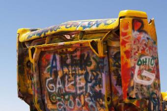 https://cf.ltkcdn.net/travel/images/slide/123488-849x565-Cadillac_Graffiti.jpg