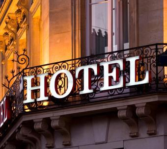 https://cf.ltkcdn.net/travel/images/slide/123499-733x655-hotelsignsmall.jpg