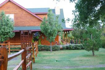 Three Falls Cove Bed and Breakfast