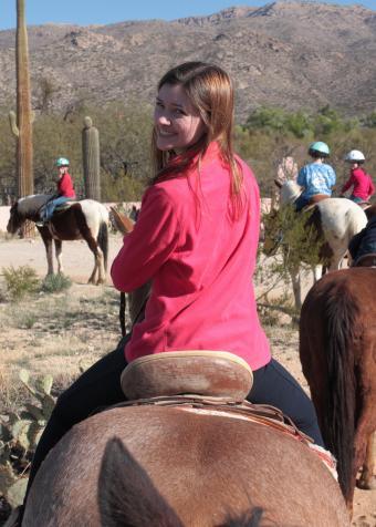 https://cf.ltkcdn.net/travel/images/slide/169810-517x724-Tanque-Verde-ranch-trail-ride-flickr.jpg