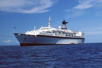 https://cf.ltkcdn.net/travel/images/slide/175809-725x483-Cruise-ship-TS-new.jpg