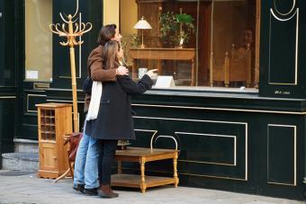 https://cf.ltkcdn.net/travel/images/slide/175810-725x483-Window-shopping-antiques-TS-new.jpg