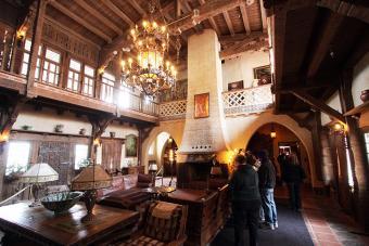 https://cf.ltkcdn.net/travel/images/slide/175814-725x484-Historic-Scottys-Castle-Tour-sm.jpg