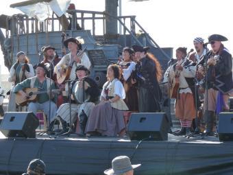 https://cf.ltkcdn.net/travel/images/slide/175861-725x544-Northern-CA-Pirates-Festival-sm.jpg