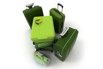 https://cf.ltkcdn.net/travel/images/slide/175862-725x482-Green_Luggage-new.jpg