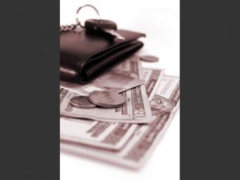 https://cf.ltkcdn.net/travel/images/slide/176096-725x544-Keys-wallet-and-money-TS-new.jpg