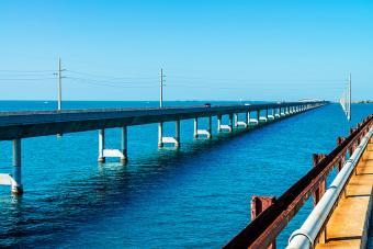 https://cf.ltkcdn.net/travel/images/slide/196843-850x567-7-Mile-Bridge-Florida-Keys.jpg