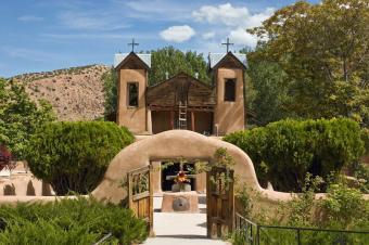 https://cf.ltkcdn.net/travel/images/slide/196848-800x532-New-Mexico-Shrine-of-El-Santuario-de-Chimayo.jpg