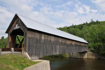 https://cf.ltkcdn.net/travel/images/slide/196850-800x531-Columbia-Bridge-Connecticut-River.jpg