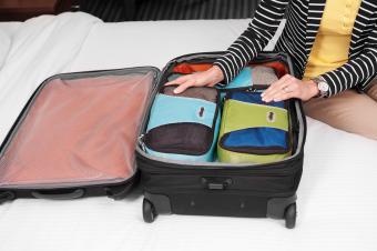 https://cf.ltkcdn.net/travel/images/slide/205247-850x566-ebags-packing-cubes-in-luggage.jpg