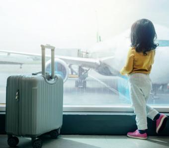 https://cf.ltkcdn.net/travel/images/slide/258125-850x744-10-holiday-travel-safety-tips.jpg
