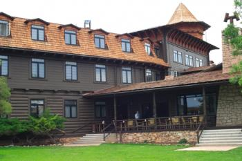 El Tovar Lodge; © Telecast | Dreamstime.com