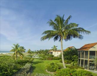 Sanibel Moorings beachfront grounds