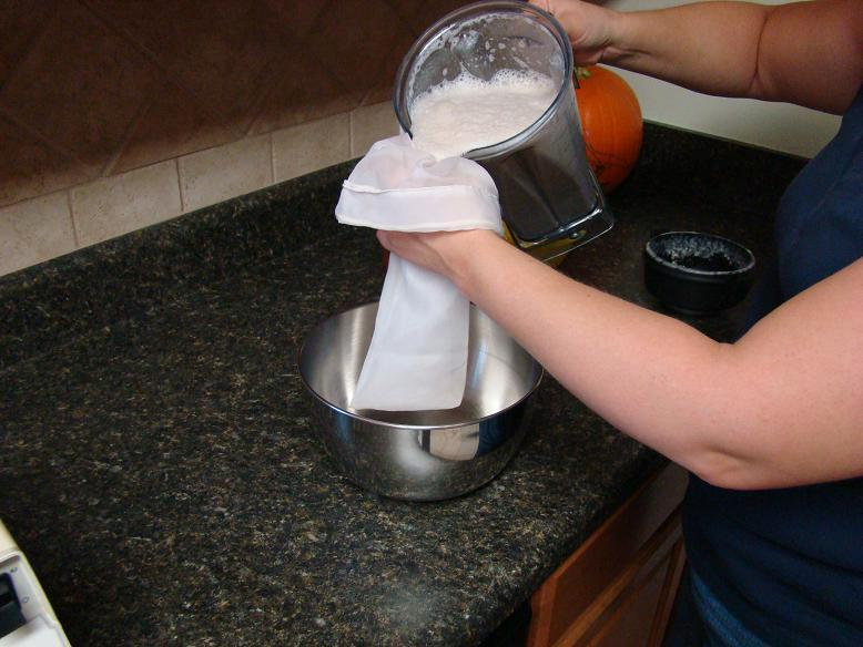 https://cf.ltkcdn.net/vegetarian/images/slide/124964-778x584-Nut-Milk-Bag.jpg