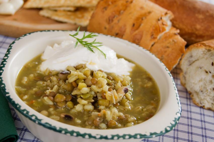 https://cf.ltkcdn.net/vegetarian/images/slide/125005-849x565-Lentil_Soup.jpg