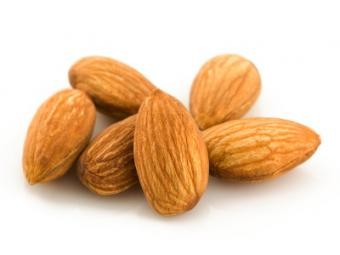 8 Benefits of Almonds for Health & Nutrition