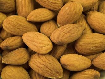 How to Make Almond Milk in 7 Simple Steps at Home