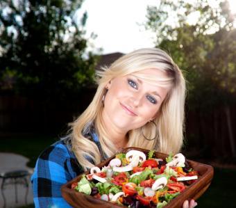 https://cf.ltkcdn.net/vegetarian/images/slide/124992-738x650-Happy_Vegetarian_Woman.jpg