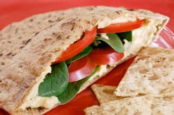 https://cf.ltkcdn.net/vegetarian/images/slide/124996-850x562-Veggie_Pita.jpg