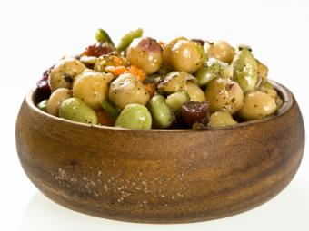 https://cf.ltkcdn.net/vegetarian/images/slide/125006-800x600-Chickpea_Salad.jpg