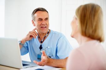 https://cf.ltkcdn.net/vegetarian/images/slide/127210-849x565r1-Talking-to-Doctor.jpg