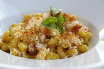 Nutritional Yeast Mac and Cheese Vegans Can Enjoy