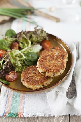 Quinoa cakes with greens