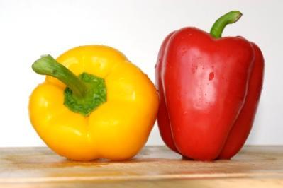 https://cf.ltkcdn.net/vitamins/images/slide/124086-399x266-Red-and-Yellow-Peppers.jpg